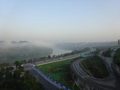 靄が薄れる重慶